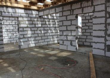 Стены из газобетона.